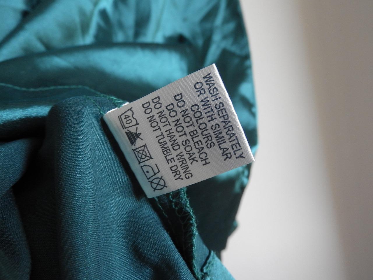 Tummat, vaaleat ja valkoiset tekstiilit pestään erikseen.