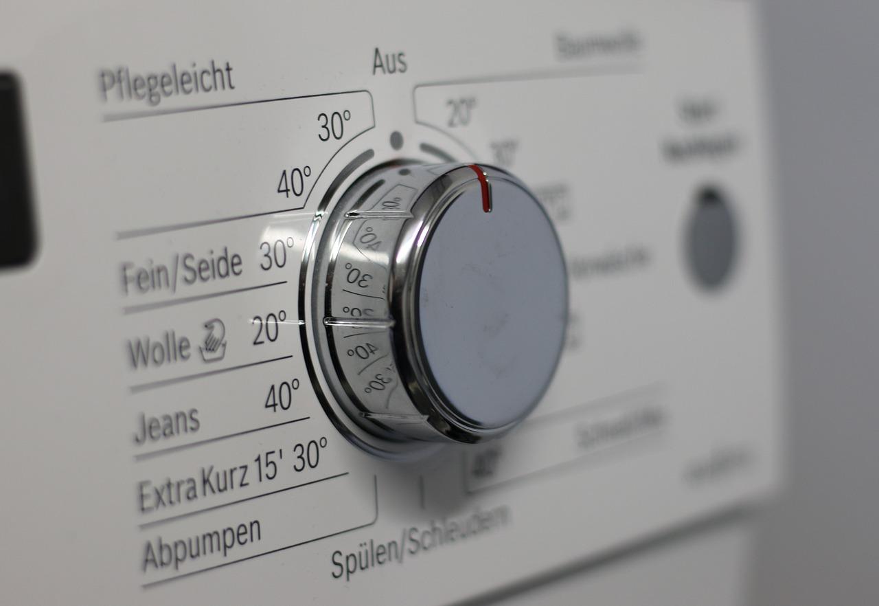Jos vaatteessa ei ole pesuohjelappua, kokeile pestä se 30 asteen hienopesuohjelmalla.